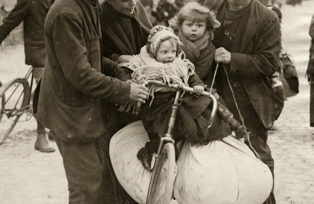 Belgian refugees in Antwerp - a family fleeing the German soldiers on a bicycle