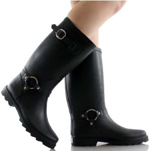 Gifts for women cyclists. Waterproof boots to keep your feet dry in style!