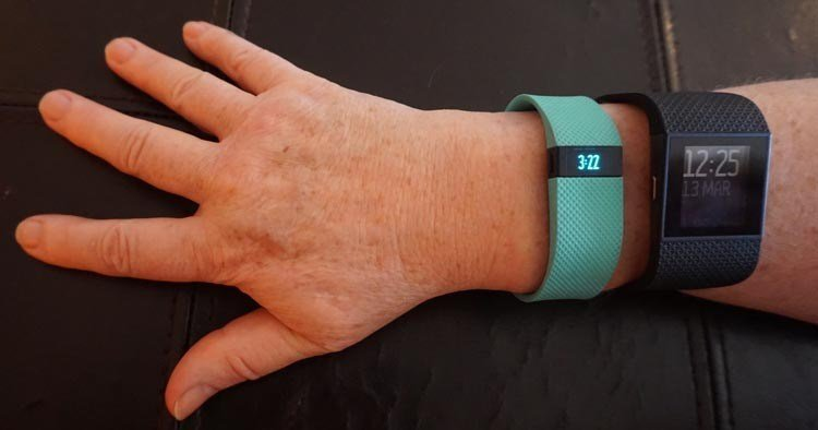 Fitbit-Charge-HR-vs-Surge_relative-size