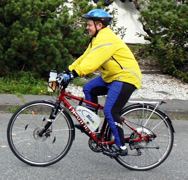 It's fairly obvious I'm riding an electric bike - unless I pass by so fast that I'm just a blur!