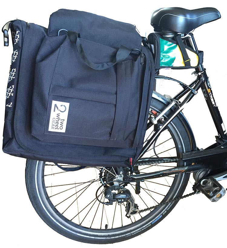 My Two Wheel Gear Classic 2.0 Garment Pannier fits well onto my European design bike.