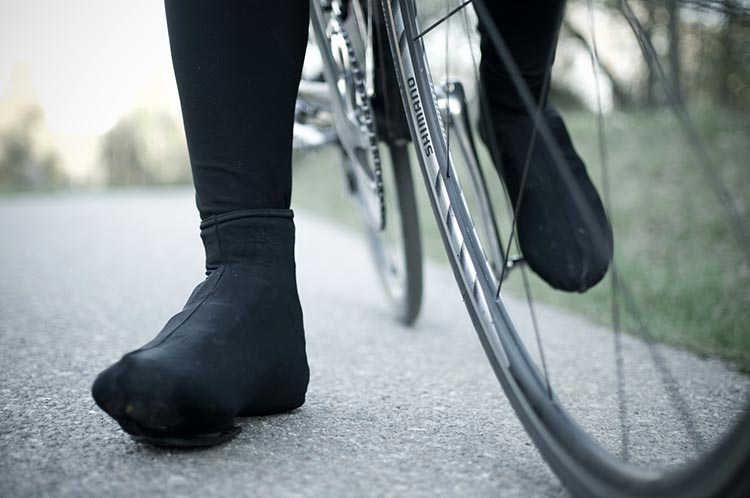 It's incredibly hard to keep your feet warm while cycling - how to keep your feet warm for winter cycling