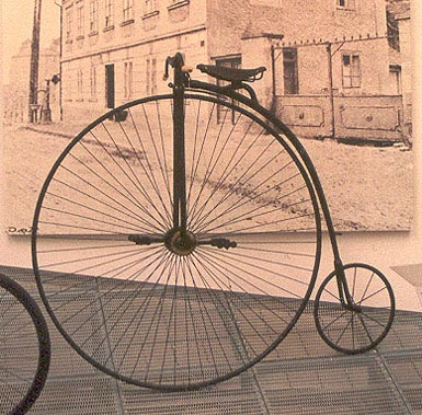 Penny Farthing bikes were obviously extremely difficult to ride – and would have been pretty much impossible to ride if you were wearing a long dress! Photo by Agnieszka Kwiecień (Nova) - Own work, CC BY-SA 3.0