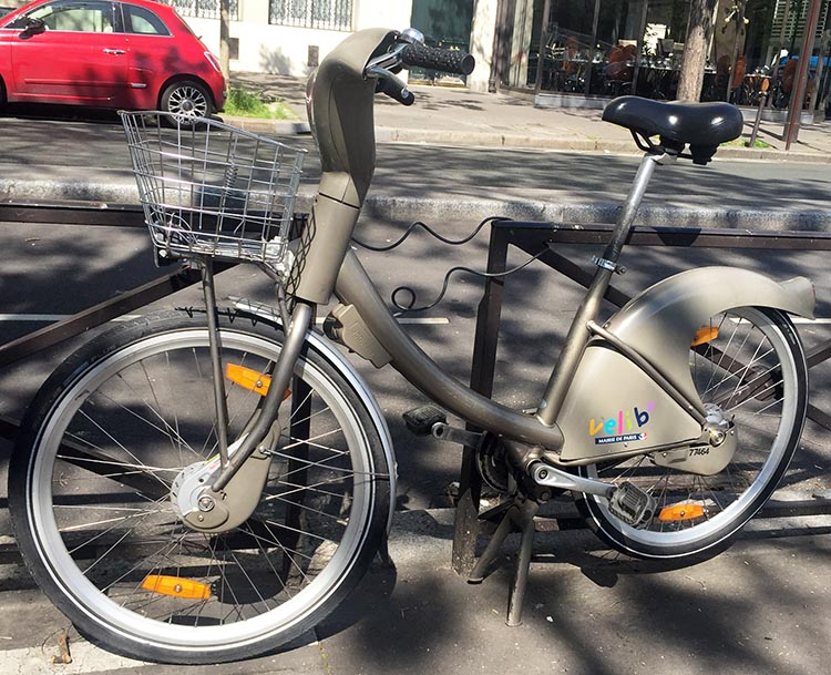 Every Velib bike comes with a built-in lock, so that you can lock it up while you grab a coffee and a croissant. How to Use a Velib Bike in Paris