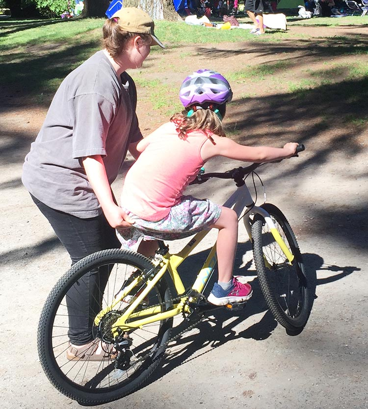 8 Steps to Teach a Child to Ride a Bike. You are likely to have to take hold of the handlebars at first to help your child learn to take corners. How to teach a child to ride a bike