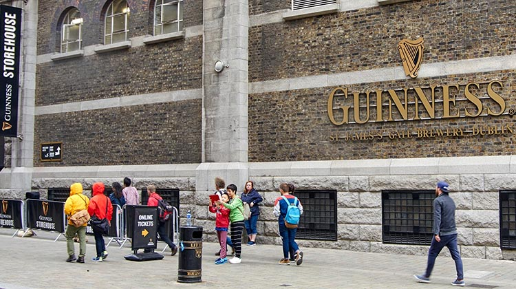 No trip to Dublin is complete if you do not visit the Guinness Store House, an impressive building in the shape of a giant beer glass . Cycling in Dublin