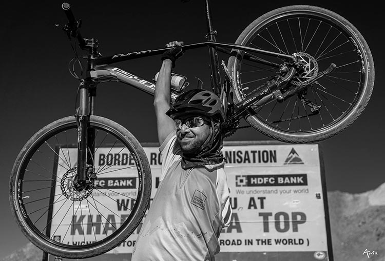 This cyclist made it all the way with just one arm! Adventures beyond barriers