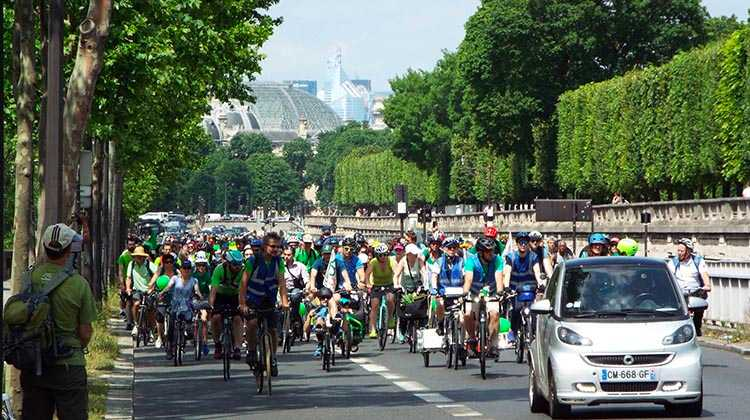 Bicycle lobbying on two wheels in Paris, with the author in the crowd. Photo credit: Salah Youbi