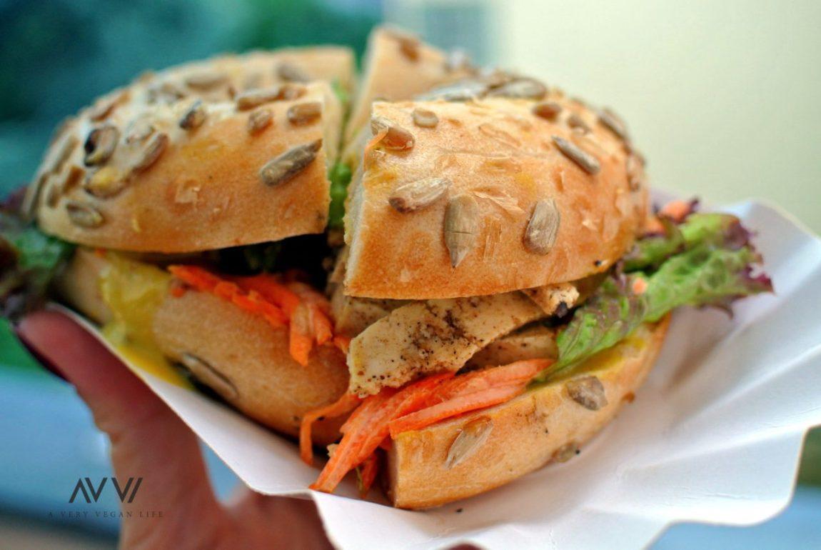 Vegan-Pastrami-Bagel