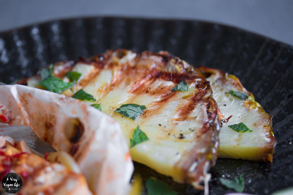 Ananas-grillen-früchte