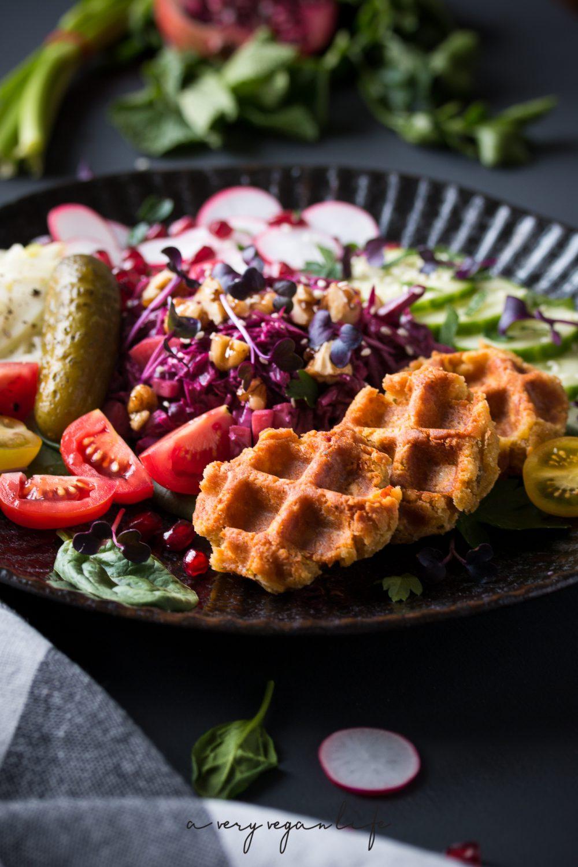 Falafel Waffles-Bowl, israelisch inspiriert