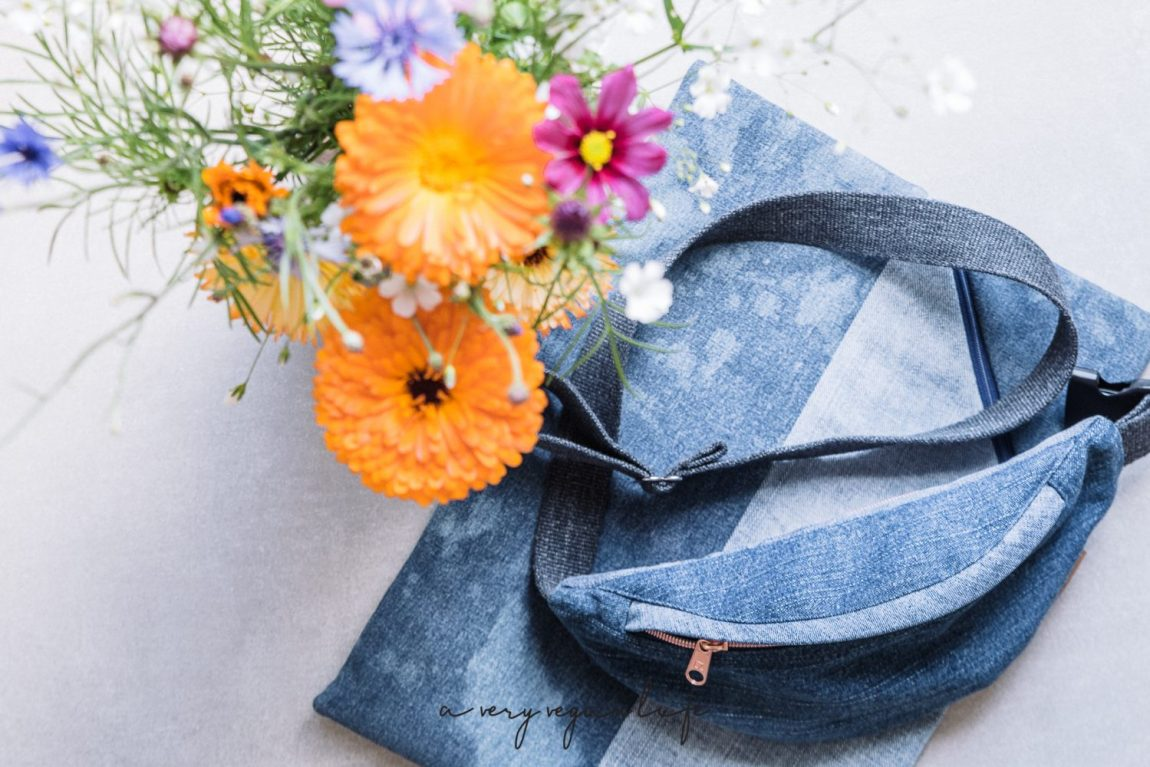 Laptop Sleeve & Hip Bag aus Denim / Upcycling