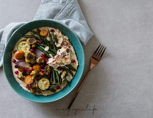Hummus Bowl mit Ofengemüse, Labneh - vegan & zuckerfrei