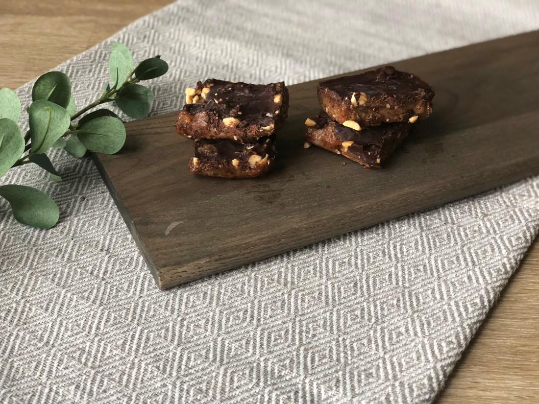 dark chocolate date bars