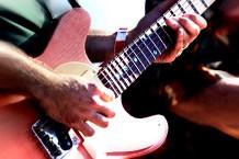bluesFest_JamesHarman-guitarrist_AveValencia
