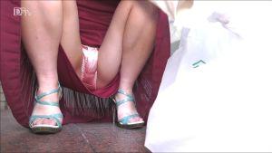 山中麗子 ピンクのパンティ丸見え