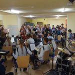 Chor und Orchester proben gemeinsam