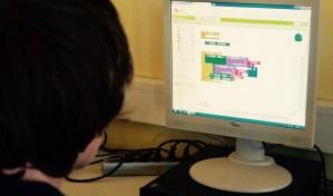 Schüler bei Entwicklung einer App