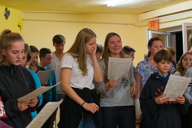 Chor probt mit Orchester