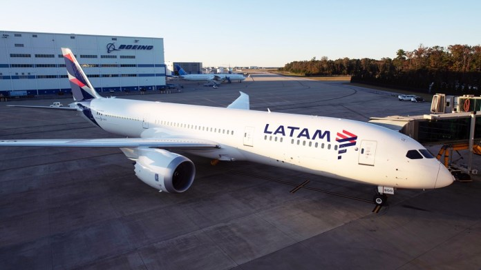 Grupo Latam ajusta projeção operacional para abril