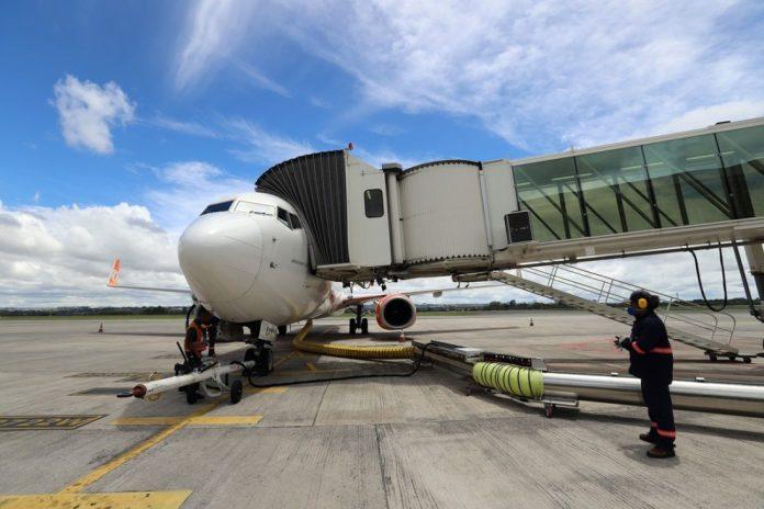 Engie instala solução para fornecer energia renovável a aviões em Brasília