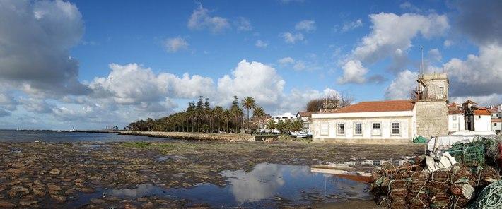 da direita para a esquerda - Capela de N.S. da Lapa, farol S. Miguel-O-Anjo, Jardim do Passeio Alegre, farolim de Felgueiras
