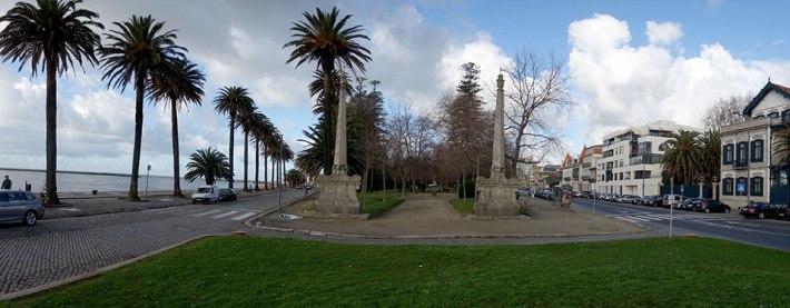 Jardim do Passeio Alegre - vista de Nascente - Os Obeliscos de Nasoni em primeiro plano