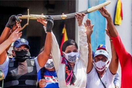 114 L Flores A atamancada incursão na Venezuela deixa Guaidó irremediavelmente tocado
