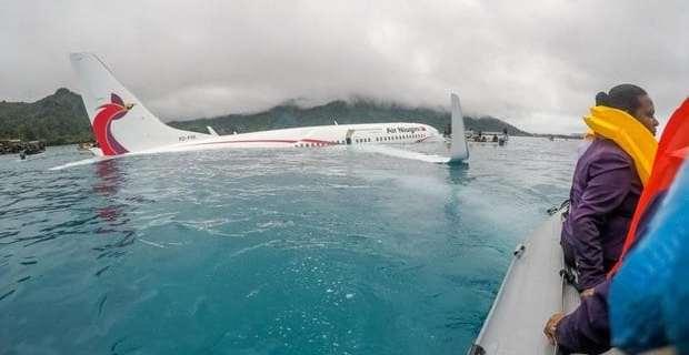 Air Niugini crashed B737 in a lagoon 5