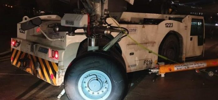Tractor crashes into Israeli Prime Minister's plane at Warsaw Airport 1