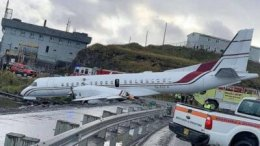 Alaska Airlines plane overshoots runway: 2 critically injured 14