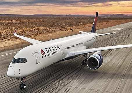 Delta emergency landing: Passenger yelling and banging on cockpit door 7