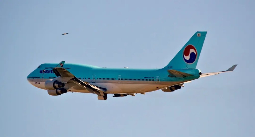Korean Air Boeing 747 on take off.