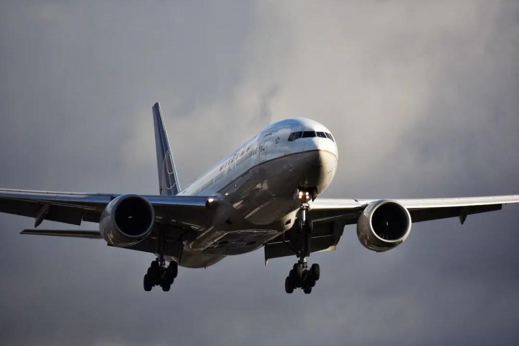 United Boeing 777 landing