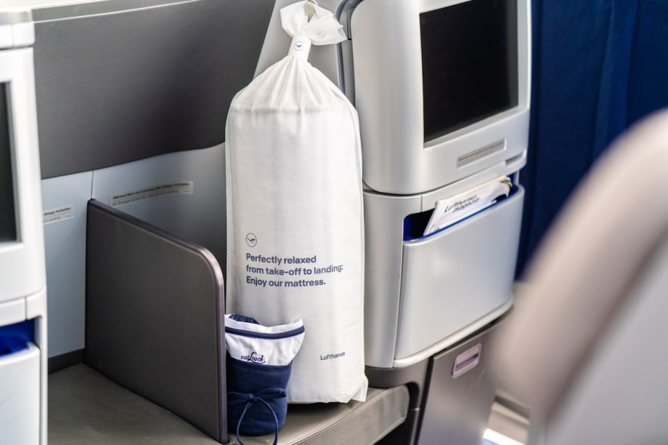Lufthansa-New-Bedding2