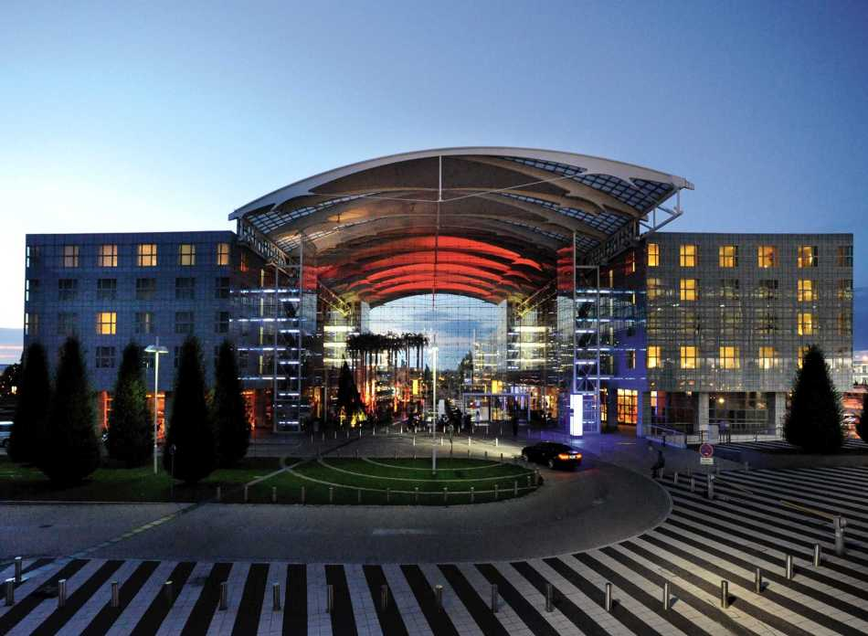 MUCTMHI_attractions_full_hotelentrance.jpg