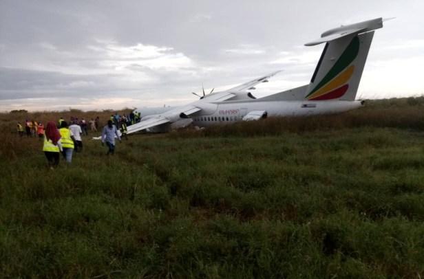 Ethiopian Airlines Dash-8 excursión de pista