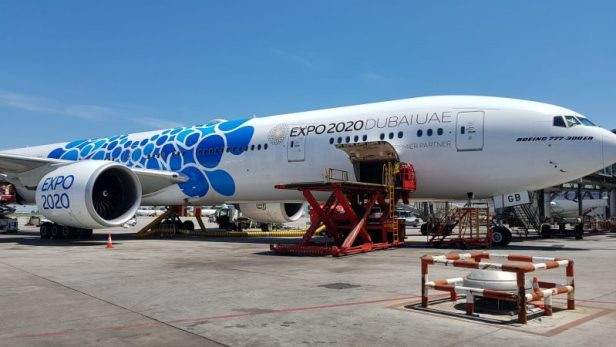 Boeing 777-300ER en el Aeropuerto de Josep Tarradellas Barcelona - El Prat