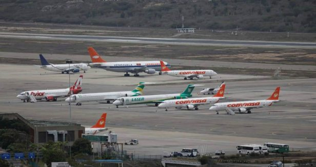 Aviones de Conviasa, Laser y Avior en un Aeropuerto de Venezuela
