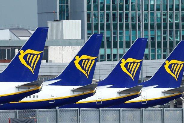 Aviones de Ryanair aparcados estacionados