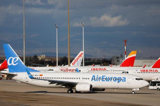 Aviones de Iberia y Air Europa juntos en Madrid
