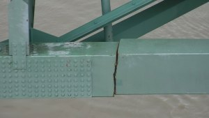 Crack in I-40 Mississippi River Bridge