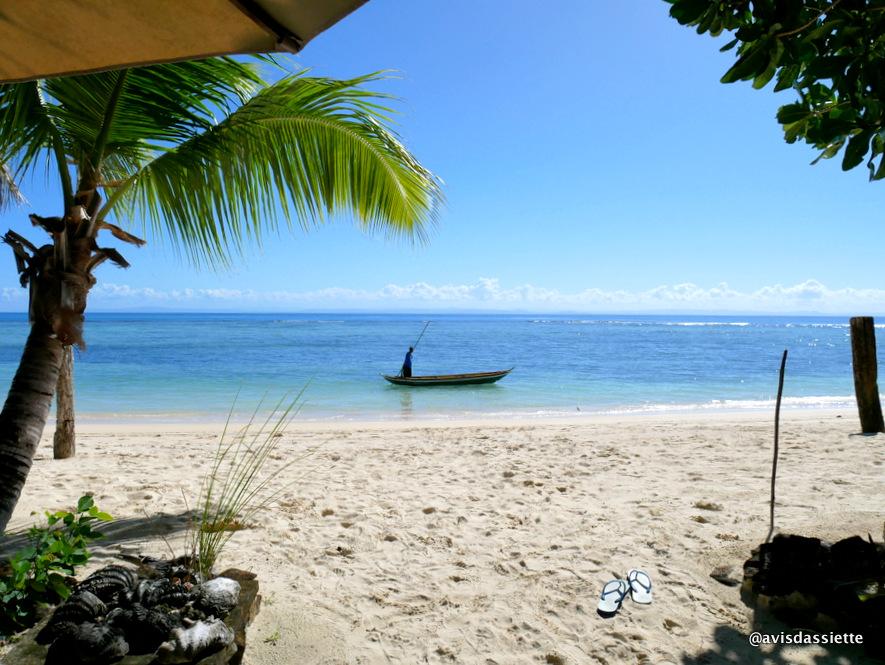 sambatra beach lodge voyage ile aux nattes madagascar vu bungalow