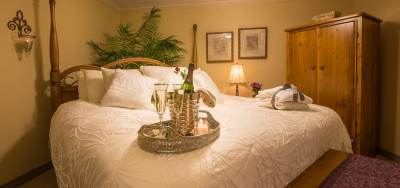 Surprise Your Sweetheart With a Bottle of Champagne at A Vista Villa Couples Retreat in Kelowna, BC