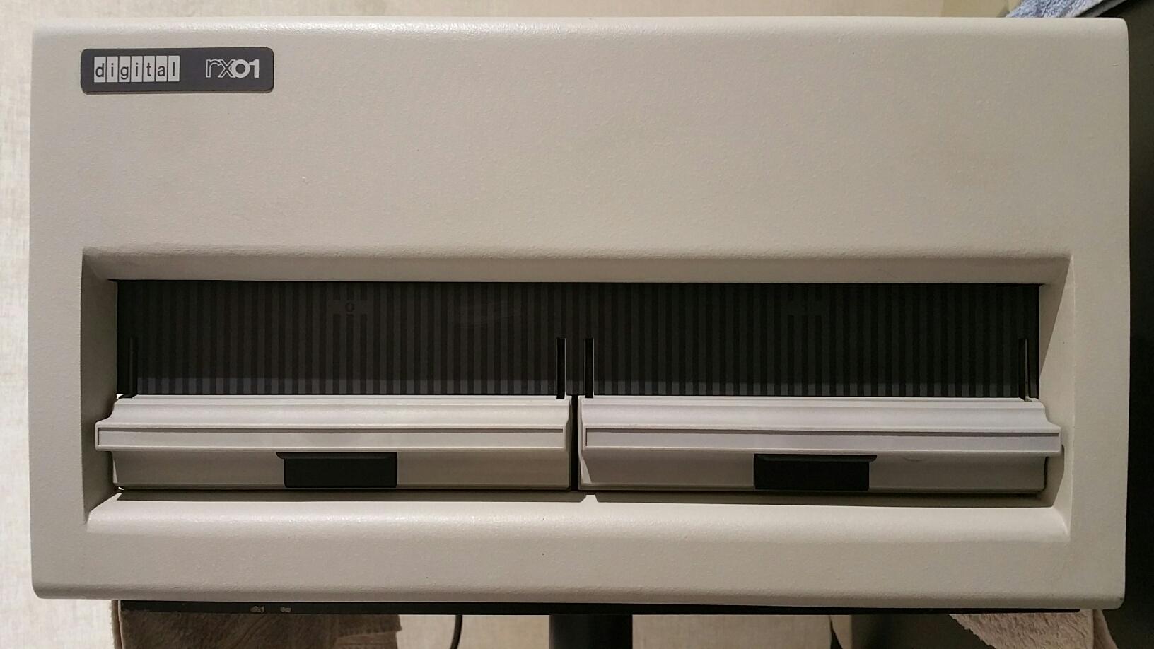 DEC RX01 floppy disc drives – vintage bits