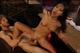 پورن استار ژاپنی آمریکایی به سختی گایده میشه