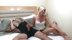خجالت کشیدن برادر در هنگام جق زدن خواهر براش