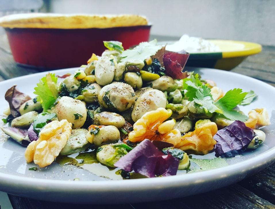 Photo de salade avec des noix, bienfaits