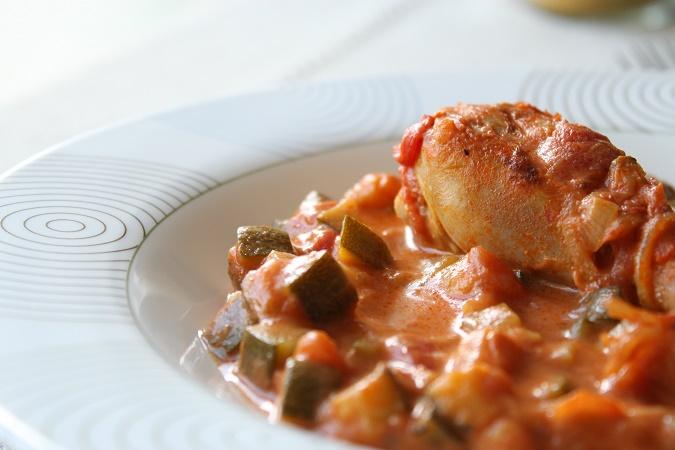 Mijoté de poulet au curry, tomate et lait de coco