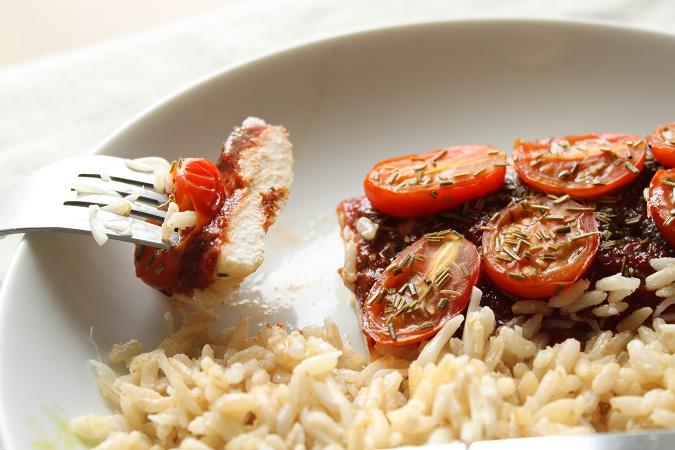 Papillotes de poulet tomate tapenade et romarin